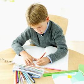 copil scrie o scrisoare