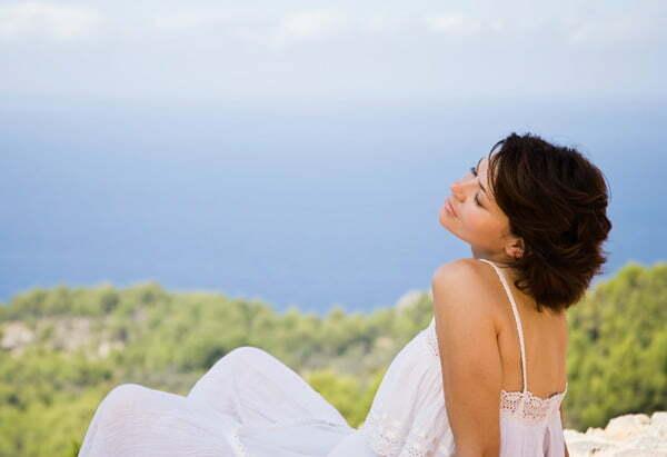 femeie care se relaxeaza