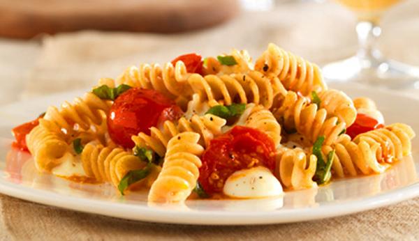 salata greceasca de paste
