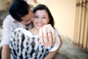 couple-with-engagement-ring_jjyiyt