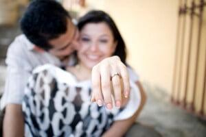 couple-with-engagement-ring_jjyiyt
