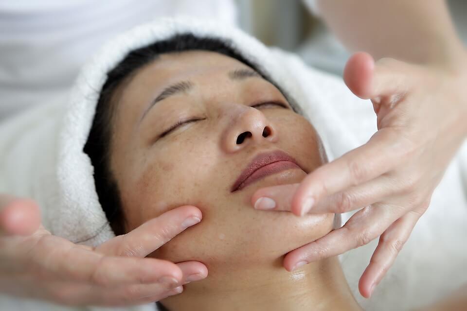 Tratamente faciale pentru riduri
