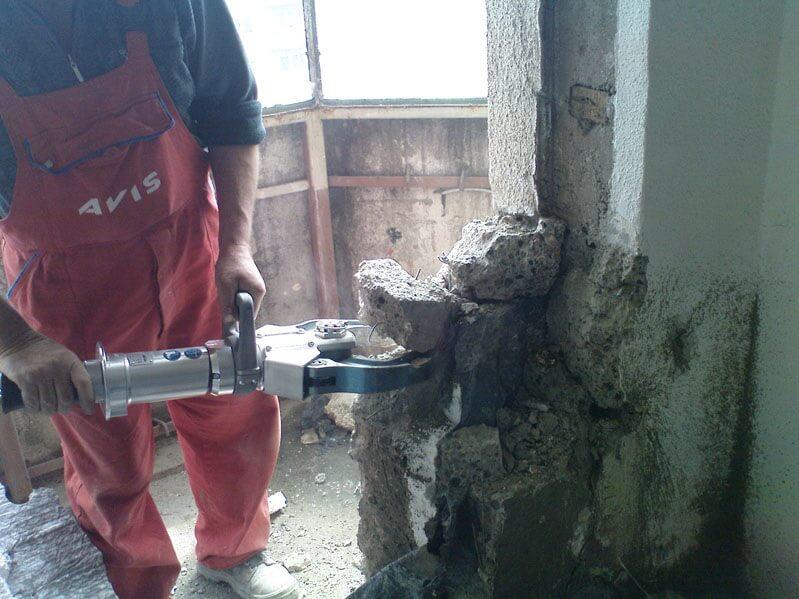 Demolari controlate in interiorul cladirilor