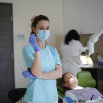 implant dentar preturi